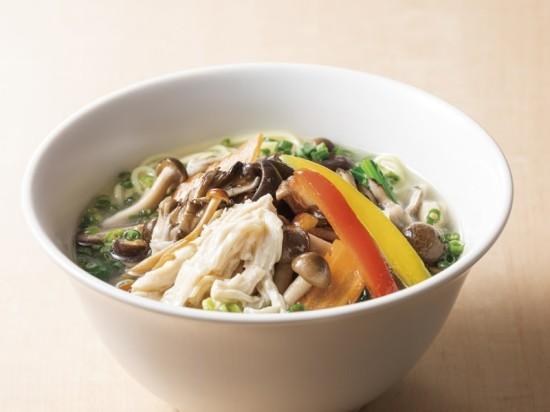 蒸し鶏とキノコのスープ麺