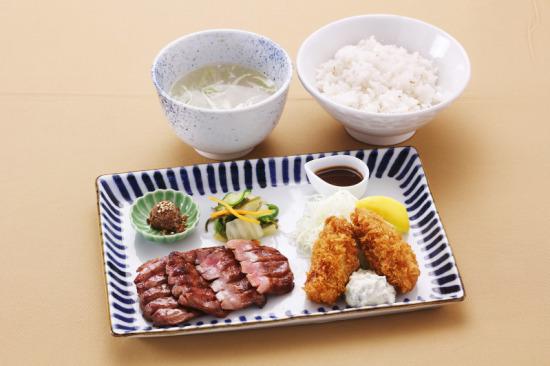たん焼きとカキフライ定食