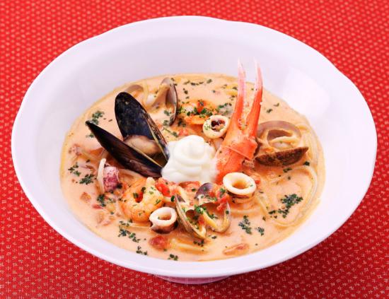 地中海風カニと海老とあさりのトマトクリームスープ